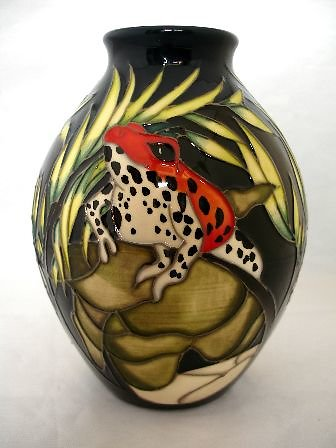 CATALOGUE LIMITED EDITIONS. Darting Frogs vase 6226