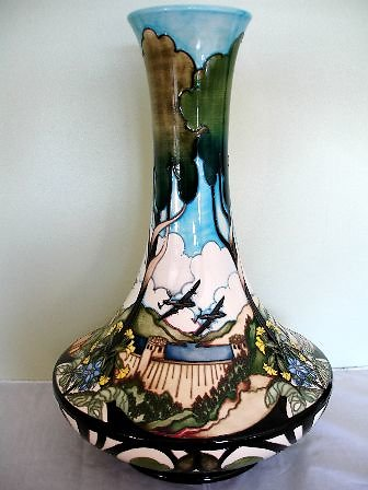 PRESTIGE PIECES. Derwent Reservoir vase 6281