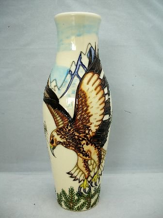SPECIAL COLLECTION SERIES. Swooping Eagle vase 6602